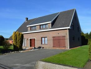 Rustig gelegen alleenstaande woning met 4 slaapkamers te Ichtegem. Woning is ingedeeld met inkomhall, woonkamer met open haard, ingerichte keuken met