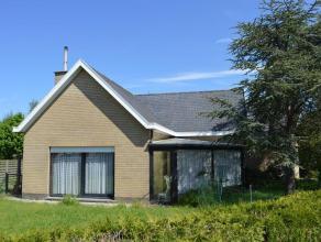 Op te frissen villa (oppvl:749m²) op centrale ligging te Gistel. Woning omvat veranda, inkomhal met apart toilet, ruime living met houtkachel, ru