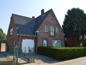 Ruime open bebouwing met veel mogelijkheden op 1065 m² te Bekegem. Woning is ingedeeld op het gelijkvloers met inkomhal, ruime woonkamer, keuken