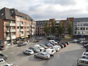 Lichtrijk appartement gelegen op de markt van Gistel. Appartement gelegen op de tweede verdieping omvat 2 ruime slaapkamers, woonkamers, keuken, badka
