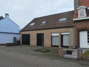 Vrijboomstraat 29 te Oudenburg - Op te frissen halfopen bebouwing met garage & diepe tuin op rustige ligging te Oudenburg. Deze woning omvat op he