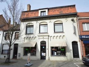 Handelspand van 70 m² met woonst in het centrum van Gistel. Woning ingedeeld met oa. handelsruimte van (8,6 x 8,2m), traphal, kelder, wasplaats,