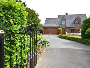 Exclusieve villa op 3623 m² te Gistel. Woning ingedeeld met o.a. inkomhal met gastentoilet, ruime living (45 m²), keuken, bergruimte en dubb