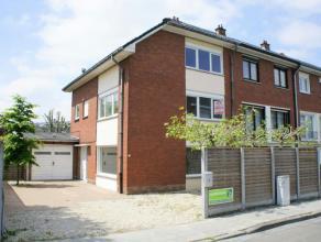 Te huur euro 830 Woning Kortrijk Cipreslaan 3 2 4 471 m2 199 m2 423 kWh/m2 1 020 921 01.05.2017 Deze ruime woning ligt dicht bij het Van Raemdonckpark
