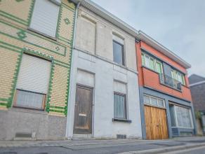 Kortrijk, centraal gelegen, dichtbij invalswegen, openbaar vervoer en supermarkten. De woning is instapklaar.  Ruime inkom met voorplaats, leefruimte