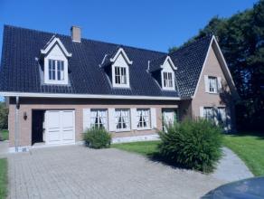 Uniek gelegen prachtige villa op een totale grondoppervlakte van 3328m² bestaande uit inkomhall met gastentoilet, ruime living met zithoek en ope