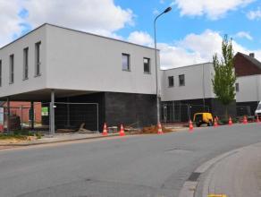 Dit project bestaat uit vier aaneengeschakelde nieuwbouw huizen met elk drie slaapkamers, een auto standplaats, een tuintje en terras met een buitenbe