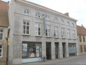 Multi-functioneel burgershuis (anno 1836) in volle centrum van Veurne met bijna 400m² bruikbare vloeroppervlakte (in drie bouwlagen) - heel wat m