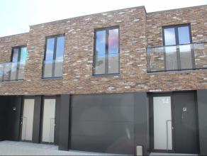 Mooie en goed gelegen nieuwbouwwoning met alle modern comfort.GLVL.: inkomhall/gang met apart WC en ruime berging/wasplaats - garage - ruime woonkamer