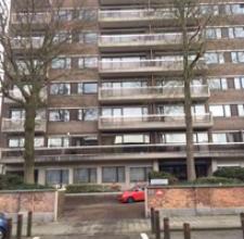 Bel appartement de standing comprenant : living 7,67 x 4,31 m = 33 m² - terrasse 1,5 m x 4,3 m - cuisine 12 m² meubles évier, lave-va