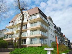 TE BEZOEKEN: Ruim appartement in centrum Oostduinkerke; Recent gebouw in villastijl; 1 slaapkamer en slaapkhoek! Indeling: inkom, ruime living met ter