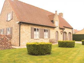 Landelijk gelegen villa te koop in Beauvoorde, deelgemeente van Veurne. Dit betreft een alleenstaande bebouwing op 706m2 grond en is ingedeeld in een