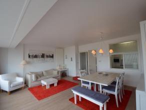Ruim en modern appartement met 3 slaapkamers. Frontaal zeezicht vanop de 1ste verdieping. In de ruime woonkamer geniet u van het prachtige zeezicht. D