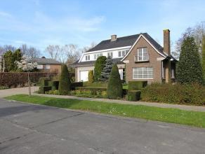 Deze ruime gerenoveerde villa heeft een zéér rustige ligging te Roeselare (Beveren). Deze villa bestaat uit: grote oprit - voortuin - in