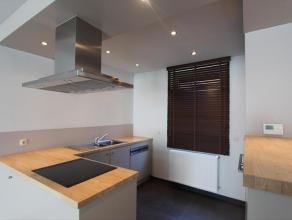 Zeer gezellige en volledig gerenoveerde woning vlakbij centrum Roeselare met een uitstekende ligging. De stadswoning bestaat uit een inkom, keuken voo