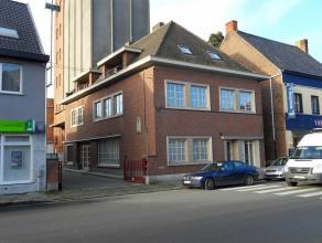 Comfortabel en energiezuinig verzorgd appartement op de eerste verdieping (zijkant) in de dorpskern van Aarsele. Lichtrijke living, volledige ingerich