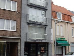 Goedgelegen appartement in het centrum van Tielt. Indeling : inkom, living en keuken met aansluitend berging , 2 slaapkamers en badkamer. Lift aanwezi