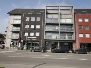 Ruim appartement met open zicht op station Tielt, bestaande uit: - inkom - toilet - ruime leefplaats - open ingerichte keuken (oven, kookplaten, dampk
