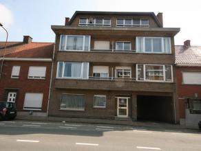 Instapklaar appartement met 2 slaapkamers, gelegen nabij station van Tielt, bestaande uit: - inkom - toilet - leefplaats - keuken met aansluitend terr