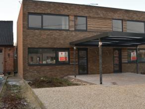 Modern en ruim wonen in het hartje van Avelgem Ruime (120m² bewoonbaar) nieuwbouwwoning in het hartje van Avelgem. Gelijkvloers: inkomhal met gas
