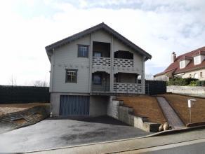 Unieke alleenstaande woning met prachtig aangelegde tuin.Ligging:Vrij landelijk gelegen, toch maar op 10 km van E17 oprit Waregem.Indeling:Gelijkvloer