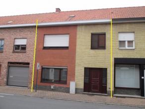 De woning heeft een grote bewoonbare oppervlakte en een praktische indeling. Er is een droge kelder. De slaapkamers zijn ruim door het vol eerste verd