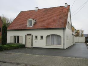Deze ruime woning is ideaal voor een groot gezin of voor wie werken en wonen wil combineren. Het huis heeft wat opfrissing nodig maar heeft tal van mo
