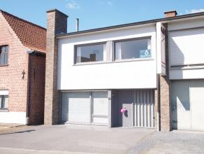 Deze toffe woning is gelegen nabij het centrum van Olsene. Kenmerkend voor deze woning zijn de natuurlijke lichtinval, de grote ruimtes en praktische