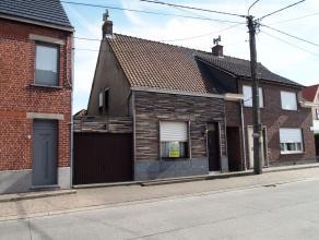 Deze grondig te renoveren woning is gelegen op een perceel van 435 m². De woning (gesloten bebouwing) heeft een gevelbreedte gelijk aan 9 meter w