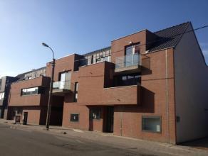 """Centraal gelegen één slaapkamer appartement op de eerste verdieping in """"Residentie Debbautshoek"""" te Zelzate. Indeling: living met open i"""