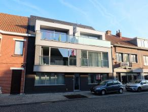 Dit appartement gelegen op het gelijkvloers omvat: ruime living, volledig ingerichte keuken, berging, badkamer met ligbad en dubbele lavabo in meubel