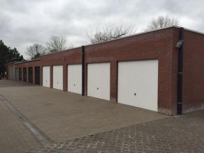 In het hart van Deinze, de Markt, vinden we deze afgesloten garagebox deel uitmakend van Residentie Rederijkershuis. Beschikbaar: 01-05-2017