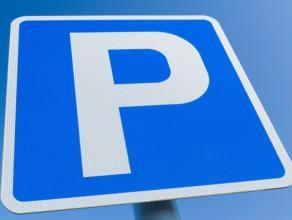 Op wandelafstand van het station, shoppingcentrum Driespoort, scholen en winkels vinden we deze gunstig gelegen parkeerplaats. De parkeerplaats is afg
