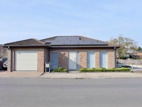 Deze prachtige, uitmuntend onderhouden en moderne instapklare bungalow, afgewerkt met duurzame materialen is uiterst rustig en residentieel gelegen, d