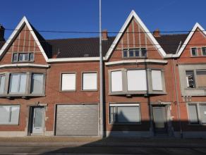 Goed onderhouden ruime burgerwoning bestaande uit een inkomhall, living met een aparte woonkamer met zicht op tuin, keuken met wasberging (ook met reg