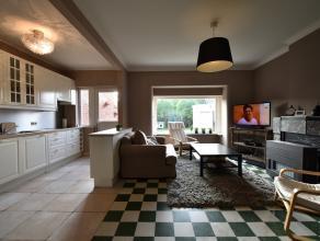 Goed gelegen woning met inkomhall, lichtrijke living, vernieuwde keuken, bijkeuken / wasberging, kelder, 3 slaapkamers, badkamer, zolder, tuin en park