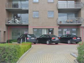 Instapklaar handelspand te huur op ideale locatie langs de kleine ring van Roeselare.Dit pand heeft een oppervlakte van ca. 160 m². Momenteel is