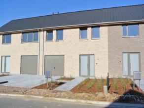 Nieuwbouwwoning met zeer vlotte bereikbaarheid te huur! Nabijdegrote ringvan Roeselare (Rijksweg), op 5 minuten rijdenvan&nbsp