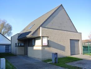 Recente villa te huur op een uitstekende ligging: gelegen in een rustige wijk nabij het centrum van Roeselare!Woning bestaande uit:Op het gelijkvloers