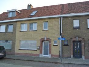 Charmante, knusse en ruime woning te huur nabij het centrum van Roeselare.De woning werd volledig gerenoveerd enwerd tot in de puntjesafgewerkt!Nabij