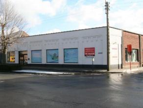 Op te frissen handelsruimte met een totale bruikbare oppervlakte van ongeveer 270 m², bestaande uit een winkelgedeelte met bijhorende stockplaats