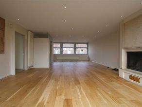 Prachtige en zeer ruime woonst/duplex-appartement boven fitness Oase, en dus op korte afstand van centrum Roeselare. Deze woonst is volledig instapkla