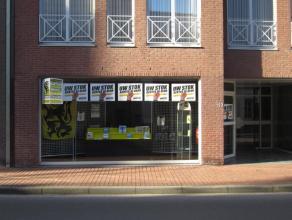 Goed gelegen kantoor of handelsruimte invaslweg centrum Roeselare met 2 parkeerplaatsen!