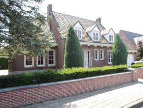 """Standingvolle alleenstaande vier slaapkamer VILLA op hoekligging in residentiële villaverkaveling 't Motje"""" op boogscheut van stadscentrum. Dubbe"""