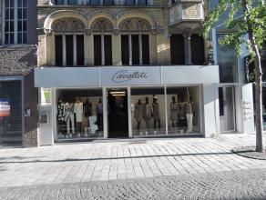 Zeer commercieel gelegen winkelpand, centrum Roeselare, met +/- 7,5 m voorgevelbreedte.