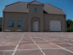 Recente (2012) alleenstaande vier slaapkamer nieuwbouw villa op Zuid-West gericht perceel van 683 m². Instapklare afwerking met duurzame material