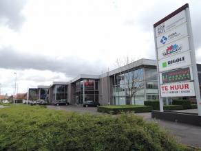 Zeer commercieel gelegen showroom, langs Roeselaarse Ring op complex met ow Rigole, Intersol, ...
