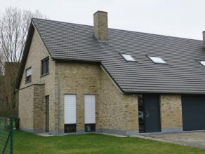 Ruime modern en rustig gelegen drie-slaapkamer woning met ruin & garage. Alle modern comfort. Vrij in overleg.