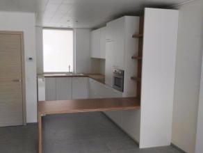 Gerenoveerde twee slaapkamer stadswoning met zuidgericht terras. Knus & trendy instapklaar! Energiezuinig (EPC 148).