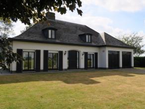 Landelijk gelegen drie slaapkamer villa met dubbele garage. Op Zuid-West gericht perceel van 1.479 m².